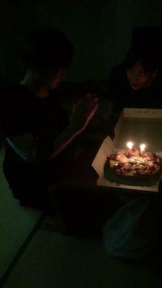 Bts Jungkook Birthday, Jungkook Funny, Jungkook Abs, Bts Taehyung, Bts Jimin, Bts Snapchats, J Hope Dance, Kpop Gifs, V Video