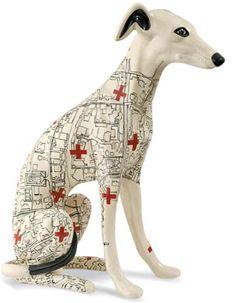 Cachorro galgo de cerâmica branca pintado a mão, design de Evelyn Tannus, R...
