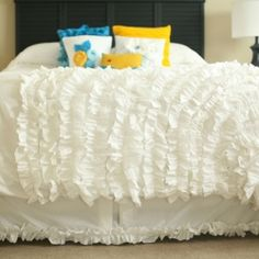 DIY Duvet Cover! So Pretty!  A quick trip to the thrift store and I had my inspiration for an Urban Outfitters ruffle duvet cover knock-off!
