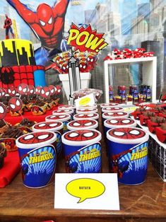 Dressing up cans of Pringles with Spider-Man Birthday Themes For Boys, Superhero Birthday Party, 4th Birthday Parties, Boy Birthday, Spiderman Girl, Spiderman Theme, Holi Party, Wonder Woman Party, Party Fiesta