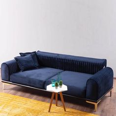 Tips That Help You Get The Best Leather Sofa Deal. Leather sofas and leather couch sets are available in a diversity of colors and styles. A leather couch is the ideal way to improve a space's design and th Sofa Furniture, Pallet Furniture, Furniture Design, Furniture Movers, Furniture Layout, Online Furniture, Kids Furniture, Luxury Furniture, Diy Sofa