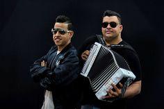 Martín Elías y Ronaldo Ochoa Ronaldo, Pilot, Aviation, Mens Sunglasses, Portal, Short Hairstyles, Singers, Restaurant Bar, Concerts