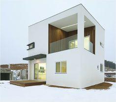 네모난 정자를 품은 집 : 매거진캐스트 Morden House, Tiny Container House, Narrow House Designs, Modern Villa Design, Small Modern Home, Minimal Home, Facade Design, Planer, Interior Architecture