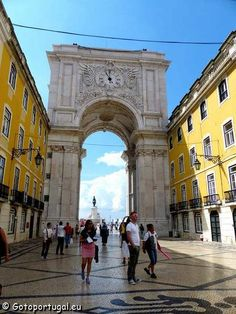 Lisbon is one of the most popular tourist destinations in Europe. Visit Portugal and find out what to see in Lisbon and why people love it! Portugal Tourism, Visit Portugal, Travel Around The World, Around The Worlds, Road Trip, Triomphe, Destination Voyage, City Break, Arc