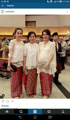 Kebaya utk wanita hamil.. Kebaya Lace, Kebaya Brokat, Kebaya Dress, Batik Kebaya, Batik Dress, Gaun Dress, Dress Brokat, Traditional Fashion, Traditional Outfits