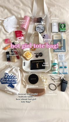 Purse Necessities, Purse Essentials, Summer Girls, Inside My Bag, What's In My Purse, Summer Tote Bags, What In My Bag, Girls Bags, Life Tips