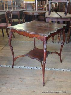 Mobili antichi - Tavoli e tavolini Antico tavolino smerlato - Antico tavolino con piedi mossi Immagine n°1
