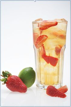 Schuhbecks Erdbeer-Limette Eistee