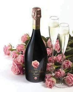 ❤ Bottega Petalo Il Vino dell' Amore Moscato Spumante - Wonderful aromas: Floral (roses especially) & fruity. Happy Birthday Celebration, Happy Birthday Wishes Cards, Happy Birthday Flower, Birthday Greetings, Birthday Cards, Wine Photography, Sparkling Wine, Prosecco, Happy Anniversary