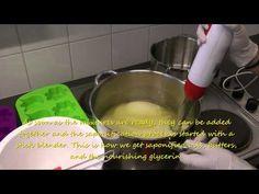 Making aloe vera swirl soap