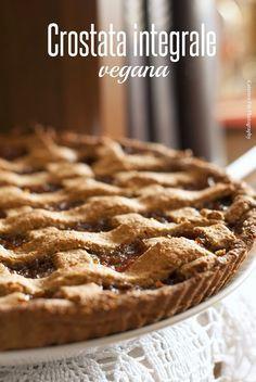 Oggi vi propongo una crostata deliziosa e straordinaria , è leggera in quanto la base di frolla è vegana, senza latte, senza burro e s...