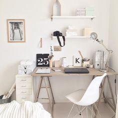 Näpp här kan jag inte sitta o hänga. Massor att göra. Fin dag till er #kontor #skandinaviskahem #skandinaviskehjem #nordicstyle #nordiskahem #nordiskehjem #interior4all #interiorwarrior #interiorandhome #office #hemmakontor #homeoffice #officespace #styleatmine