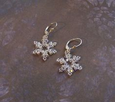 PDF eTutorial - Swarovski Snowflake Earrings  INSTANT DOWNLOAD Original copyrighted design by Northwest Bead & Gift Co. (nwbead)    If you like your earrings to sparkle, youll love this beautiful snowflake design. Snowflake measures 3/4 diameter Beginner to Intermediate Project  You will be working with very small beads.   NOTE: For personal, non-commercial use only. Please do not mass produce, sell as a finished product online (including Etsy), sell as a kit, or offer as an instructive…