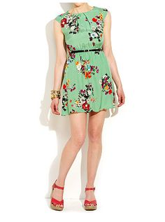 Floral Tuck Capped Sleeve Dress  34,99 €