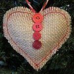 Corazón de arpillera relleno para regalar en navidad