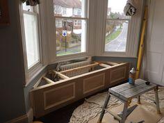 Victorian Windows, Victorian Bedroom, Victorian Life, Dining Room Windows, Bay Windows, Window Seat Storage, Window Seats, Bay Window Benches, Classic House