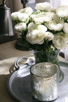 Flowers for the bedside table - white Ranuncleus #toniclivingdreamroom #homedecor