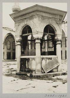 Sultan Ahmet Camii Şadırvanı / 1921 http://ift.tt/2cMbTV6