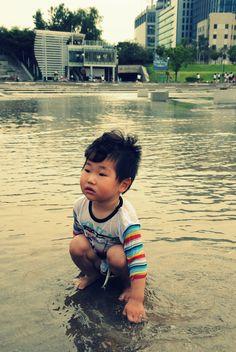 대한민국 — asiaonashoestring: Kid on Hangang River Bank -...