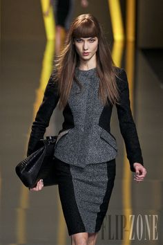 Elie Saab - Pret a porter -(ready to wear)  Otoño-Invierno 2012-2013 - http://es.flip-zone.com/fashion/ready-to-wear/fashion-houses-42/elie-saab-2751 - ©PixelFormula