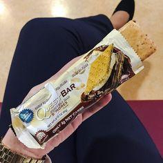 Pausa na aula = hora da minha querida Questbar  este sabor é um dos melhores na minha opinião ( # @giulliacalapez)