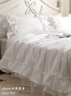 Meer dan 1000 idee n over slaapkamer trooster sets op pinterest college slaapkamer decor - Romantische witte bed ...