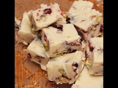 Christmas Time, Xmas, Fudge, Easy Cooking, Pistachio, Sweet Recipes, Food And Drink, Cranberries, Cake
