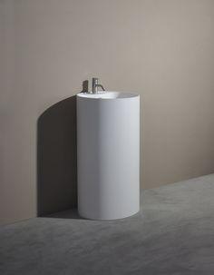 Description:Pedestal basin Material:Solid Surfaces white matt Model:SolidROLL Size:D. 450 x 900 (h) mm