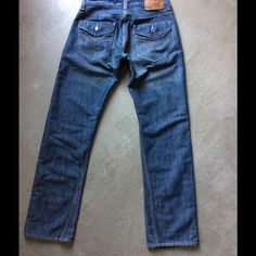 """Levis 514 slim straight jeans 30x32 These are men's but I bought them for myself as the cut is very cool. Now too big for me. They measure 29"""" across the waist and 31.5 in length. Nice vintage look, cool stitching and a flattering loose boyfriend fit on a girl. Levi's Jeans Straight Leg"""