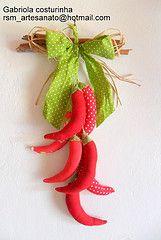 Pendurico de pimentas  (Gabriola Costurinha) Tags: sc brasil pepper ornament patchwork decor decorao cozinha poivre itapo mbiles gabriolacosturinha