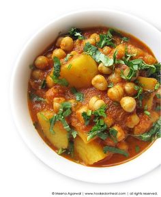 Chana Aloo (Chickpeas & Potato Curry) - Hooked on Heat Curry Recipes, Vegetarian Recipes, Cooking Recipes, Vegetable Recipes, Aloo Recipes, Chickpea Recipes, Cooking 101, Lentil Recipes, Bean Recipes