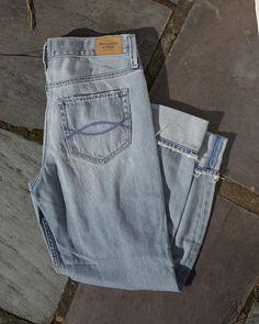 A&F East Coasting // Women's Light Wash Jeans // abercrombie.com