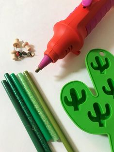 DIY hot glue push pins by Jennifer Perkins.    #cactuscraft #hotgluecraft #diypushpin