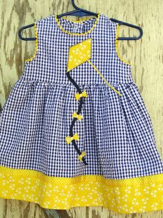 Go fly a kite dresssize 24 mo por gumdroptree en Etsy Little Dresses, Little Girl Dresses, Girls Dresses, Sewing For Kids, Baby Sewing, Toddler Dress, Baby Dress, Baby Kind, Dress Patterns