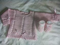 CANASTILLAENLANA Knitting For Kids, Baby Knitting, Easy Crochet Patterns, Knitting Patterns, Baby Coat, Bowling Shirts, Baby Princess, Yarn Shop, Baby Cardigan