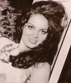 Egyptian Actress, Cute Friend Pictures, Cute Disney Wallpaper, Cute Friends, Aesthetic Vintage, Vintage Beauty, Actors & Actresses, Cute Babies, Most Beautiful