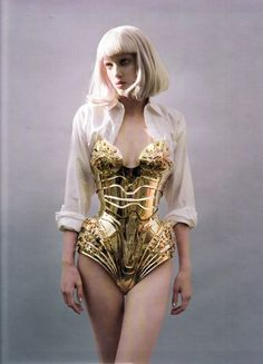 Thierry Mugler 'corset' armour dress- couture that never goes out of style. Thierry Mugler, Corsets, Moda Medieval, Gold Armor, Mode Lookbook, Mode Chanel, High Fashion, Womens Fashion, Fashion Fashion