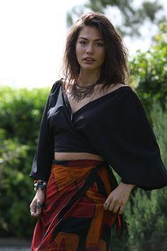 Erkenci Kus: Pájaro soñador (2018) Fashion Tv, Fashion Poses, Muslim Fashion, Look Fashion, Casual Summer Outfits For Women, Boho Summer Outfits, Boho Outfits, Fashion Outfits, Hippie Chic Outfits