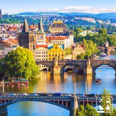 A cidade de Praga, República Tcheca, é perfeita para os amantes de história. O gótico, o renascentista, o barroco e o art nouveau em pontes, igrejas, castelos, cafés descrevem com perfeição este lugar incrível! #Viagens #AmoViajar #ClubeTurismo #ClubePeloMundo