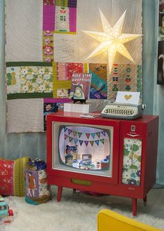 Melody Miller Ruby Star Wrapping-- awesome quilting.