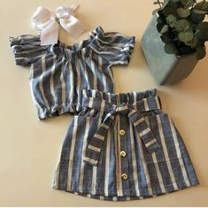 The Effective Pictures We Offer You About baby girl dresses green A quality picture can tell you man Girls Frock Design, Baby Dress Design, Baby Girl Dress Patterns, Baby Frocks Designs, Kids Frocks Design, Frocks For Girls, Little Girl Dresses, Baby Girl Fashion, Kids Fashion