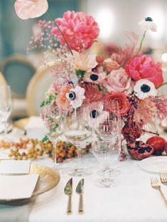 La Tavola Fine Linen Rental: Beatrice Garden Smoke with Tuscany Limestone Napkins | Photography: Clary Pfeiffer, Florals & Event Design: Shean Strong, Venue: Four Seasons Hotel San Francisco, Paper Goods: Kelsey Malie Calligraphy, Rentals: Hensley Event Resources
