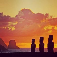Morning amid the Moai on Easter Island☀️☀️courtesy of our own @skirtandasuitcase. Who's been and who wants to go? #linkinprofile #easterisland #travelbucketlist #travelzoo