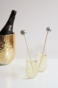 Disco balls are practically synonymous with New Year's Eve, so why not incorporate them into your party decor? These DIY disco ball drink stirrers will make Disco Theme Parties, Disco Birthday Party, 70s Party, Bachelorette Party Themes, Disco Party Decorations, Christmas Decorations, 70th Birthday, Studio 54, At The Disco