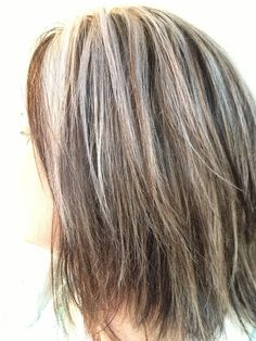 Femme 50 ans Naturally White Silver Grey Hair : Blending In Grey In Brown Hair Résultats de recherche d'images Yahoo Hair Lights, Light Hair, Dark Hair, Blonde Hair, Dark Blonde, Hair Highlights And Lowlights, White Highlights, Gray Hair Growing Out, Covering Gray Hair