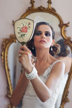 A glamorous, pearl-draped wedding styled shoot in Italy inspired by the Belle Epoque period | Rossini Photography: http://www.rossiniphotography.it