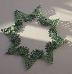 Bobbin Lacemaking, Bobbin Lace Patterns, Lace Heart, Lace Jewelry, Needle Lace, Lace Making, Fabric Crafts, Christmas Wreaths, Projects To Try