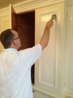This is an account by Mark Nash, Traditional Painter London, about painting and dragging a Smallbones wardrobe in Richmond