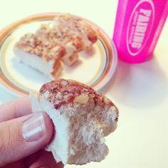 Proteinkage  morgenkage (kan også laves til havregrød eller pandekager): 150 gram æggehvider 30 gram proteinpulver 0,5 æble Lidt sødemiddel 30 gram havregryn Alle ingredienserne blendes og kommes i en bageform. Drys med 10 gram hakkede mandler og eventuelt lidt kanel. Bag i ovnen i 15-25 minutter ved 175 grader.