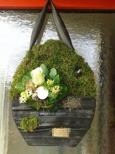 Piepschuim ei, binnenband fiets,mos en decoratie